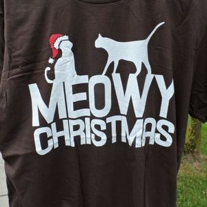 Meowy Christmas T-Shirt Size Large .